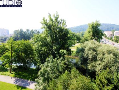 Lj-Moste, Pogled na grad in Ljubljanico